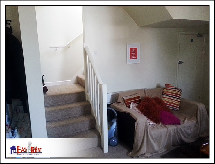 2 Bedroom flat Stacey Rd top flat